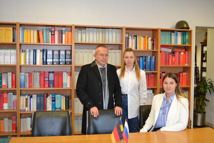 Русскоговорящий адвокат в Германии. Адвокат в Германии бесплатно. Украинский адвокат в Германии