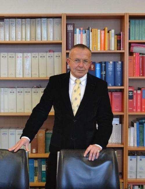 Бесплатная консультация юриста по телефону в Германии. Адвокат по делам поздних переселенцев